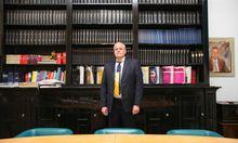 Rechtsanwalt Michael Witt in seiner Kanzlei im vierten Bezirk. Er hat bei den Gemeinderatswahlen in Wien die FPÖ gewählt.