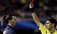 Zlatan Ibrahimovic sieht die Rote Karte