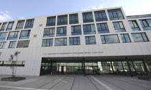 Die Exfrau des Beschuldigten ist Staatsanwältin in Wien. Weil die Justiz dort befangen sein könnte, übersiedelte der Prozess ans Landesgericht Korneuburg.