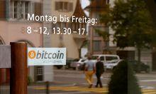 In einzelnen Geschäften – hier im schweizerischen Zug – wird Bitcoin als Zahlungsmittel akzeptiert.