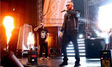 Rapper Kollegah Rapper Kollegah b�rgl Felix Blume w�hrend des Auftaktkonzertes seiner IMPERATO