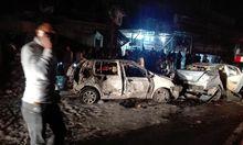 Zerstörte Autos am Ort der Explosion in Bagdad.