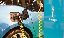 Essen Ladekabel in der Ladebuchse eines Elektrofahrzeuges Essen Motor Show 2016 Previewday 25 11 2