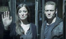 """Alexandra Maria Lara und Matthias Schweighöfer in """"You Are Wanted""""."""