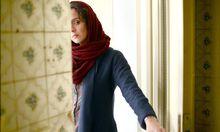 """Was Rana (Taraneh Alidoosti) passiert ist, will keiner wirklich hören. Regisseur Farhadi gewann mit """"The Salesman"""" den Auslandsoscar."""