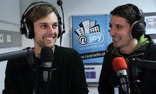 Machen Radio für die FH Wien: FH-Absolvent und Radiomitarbeiter Michel Mehle mit Njoy-93,1-Programmchef Paul Buchacher.