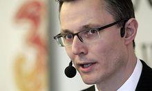 Hutchison 3G Austria CEO Trionow briefs the media in Vienna