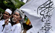 Muslime demonstrieren gegen den christlichen Gouverneur von Jakarta.