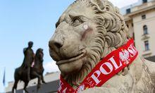Warschau: Austro-Politiker soll Statue beschmiert haben