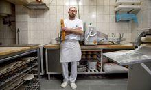 Franck Langlais in seiner kleinen Backstube in Brunn am Gebirge, wo er seit fünf Jahren österreichisches und französisches Brot und Gebäck backt. Und so gut wie alles von Hand macht.