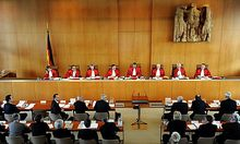 Karlsruhe muss Geld-Transfusion nach Griechenland prüfen