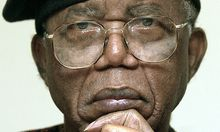 Nigerianischer Schriftsteller Chinua Achebe