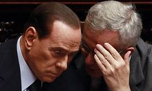 Berlusconi im Gespräch mit Finanzminister Tremonti.