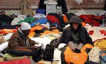 Fluechtlinge in der Votivkirche unterbrechen Hungerstreik