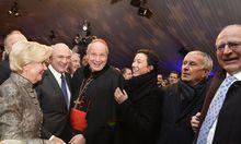 Kirche, Kultur, Politik, Wirtschaft und Sport: Bei der Feier für Erwin Pröll (im Bild mit seiner Frau Sissy) hieß es nicht, wer ist da, sondern wer ist nicht da? Im Bild Kardinal Christoph Schönborn und Schauspielerin Ursula Strauss.