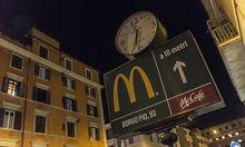 McDonalds Filiale am Vatikan in der Strasze Borge Pio Rome Open the McDonald s in Borgo Pio near th