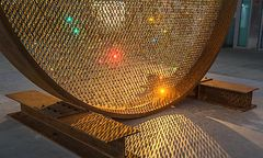 """Fredrikson Stallard präsentieren ihr Objekt """"Prologue"""" im Rahmen der Vienna Design Week im Belvedere. / Bild: Swarovski/KITMIM.COM"""