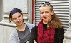 Auf der Suche. Anna Vasof (l.) und Michaela Mandel  erproben Möglichkeiten des Animationsfilms. / Bild: (c) Katharina Fröschl-Roßboth