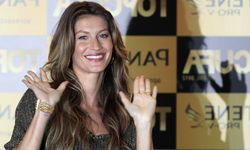 Brazilian model Gisele Bundchen waves as she attends the launch of a beauty contest for candidates residing in slums in Rio de Janeiro / Bild: (c) REUTERS (� Sergio Moraes / Reuters)