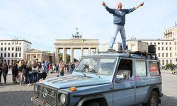 Gunther Holtorf auf dem Dach seines treuen Gefährten Otto / Bild: (c) APA/EPA/STEPHANIE�PILICK (STEPHANIE�PILICK)