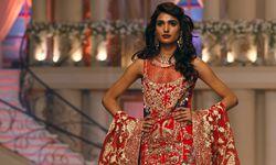 Model presents a creation by Pakistani designer Erum Khan during Bridal Couture Week in Karachi, Pakistan / Bild: (c) REUTERS (AKHTAR SOOMRO)