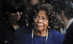 Katherine Jackson leaves the sentencing hearing of Dr. Conrad Murray in Los Angeles / Bild: (c) REUTERS (� GUS RUELAS / Reuters)