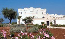 Wehrhaft und weiß: Masseria Borgo Bianco Resort in Apulien. / Bild: www.borgobianco.it