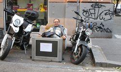 Straßenszene.  So locker nehme ich Rom. / Bild: (c) Beigestellt