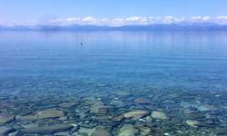 Der Khuvsgul See / Bild: Instagram (ouislouislouah)
