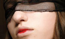 Laufstegschön. Der Beautylook bei Véronique Branquinho, von MAC Cosmetics. / Bild: (c) Beigestellt