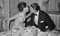 Dec 22 1964 Paris France Actress AUDREY HEPBURN whispers to fashion designer HUBERT de GIVENC / Bild: (c) imago/ZUMA/Keystone (imago stock&people)