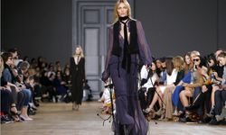 A model presents a creation by British-born designer Clare Waight Keller as part of her Autumn/Winter 2015/2016 women´s ready-to-wear collection for French fashion house Chloe during Paris Fashion Week / Bild: (c) REUTERS (� Gonzalo Fuentes / Reuters)
