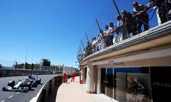Ohrenbetäubend. Den Schaufensterpuppen sind die Dezibelorgien in Monaco schnuppe.  / Bild: (c) GEPA pictures (GEPA pictures/ XPB Images)