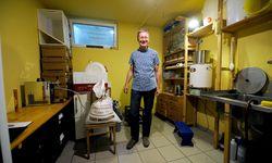 Kurt Tojner braut in seinem Keller in Rodaun Biere, denen er typisch wienerische Namen gibt. / Bild: (c) Die Presse (Clemens Fabry)
