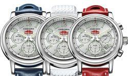 Das ist der auf lediglich 22 Stück  limitierte Ennstal-Classic-Rallye-Chronograf von Chopard. Drei Uhrbänder stehen zur Wahl: ein blaues und rotes Lederband und ein weißes Kautschukband im Dunlop-Rennreifen-Look. / Bild: (c) Chopard