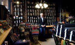 Georg Gaugusch hat die einstige Klientel seines Stoffgeschäfts und gleich auch alle jüdischen Unternehmerfamilien erforscht. / Bild: (c) Die Presse (Clemens Fabry)