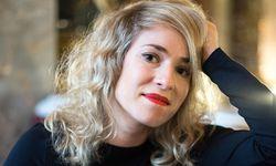 Infusion. Julia Lacherstorfer vom Volksmusik-Duo Ramsch und Rosen im Museum. / Bild: (c) Christine Pichler