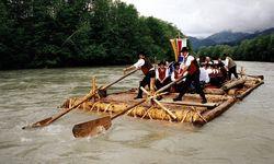 Schwer zu steuern: Ein Floß konnte 60 m lang sein, das Gewerbe war gefährlich. / Bild: APA