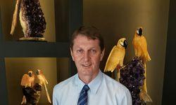 Alois Sailer in seinem Juweliergeschäft in Rio de Janeiro.  / Bild: (C) Markku Datler
