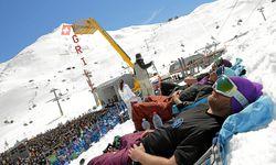 Prächtig ist das hochalpine Skigelände, stellenweise sehr anspruchsvoll, gut entspannen lässt es sich aber auch. . / Bild: Swissimage