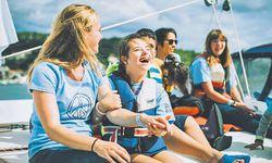 Auf der Friedensflotte Mirno More segeln benachteiligte mit geistig und körperlich behinderten Kindern und Jugendlichen. / Bild: (c) Mirno More/Amelie Chapalain