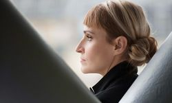 """Aussicht. In einem luftigen Büro kreiert die """"Nase"""" von Cartier die Düfte.  / Bild: (c) Beigestellt"""
