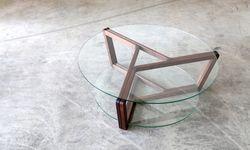 """Dreifaltig. Couchtisch """"Tria"""", entworfen von Michael Holzer und Stefan Bartel. / Bild: (c) Michael Holzer"""