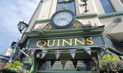 Katholisches Pub: Das Nationalteam heißt – Belfast.  / Bild: (c) Amanshauser