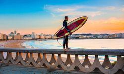 Frisch. Surfer schätzen die Buchten von A Coruña wegen der hohen Atlantikwellen.  / Bild: (c) Turismo de A Coruña