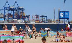 Strandleben. Baden in der Danziger Bucht? Machen auch Gäste durchaus gern. / Bild: (c) Amanshauser
