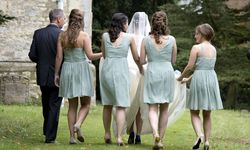 Alle in Einheitskleidung und daher bitte nicht zu dick – die Anforderungen an Brautjungfern steigen bei manchen Brautpaaren in den USA. / Bild: (c) Ben Cawthra / Eyevine / picturedesk.com