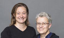 Pamela Schartner (links) und Gaby Pflügl bringen wieder weibliche Clownerie für Erwachsene nach Wien.  / Bild: (c) Bettina Frenzel