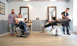 Brothers'-Barbershop-Gründer Ilya Sovtsov und Ivan Perevarin, Barbier Patrick Ridlmaier (v. l.) / Bild: (c) Die Presse (Clemens Fabry)