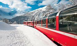Rot. Wer Klosters gesehen hat, fährt mit der Rhätischen Bahn zurück nach Davos. / Bild: (c) Swiss Image